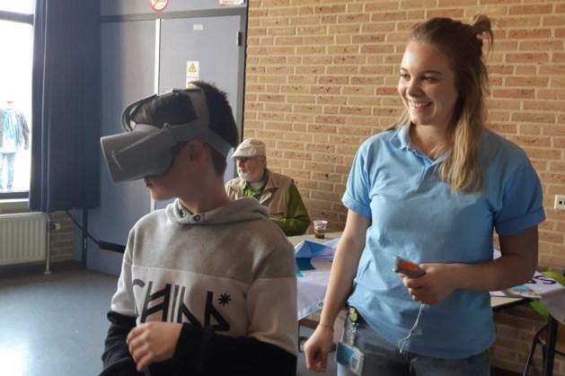 Leerlingen Aan de Roer halen mooi geldbedrag op voor VR-brillen Laurentius Ziekenhuis