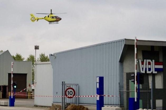 Kraan valt op persoon in bedrijfspand, traumahelikopter opgeroepen