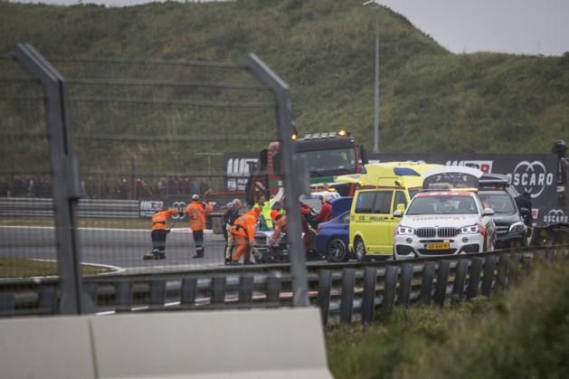 Musicalster afgevoerd met ambulance na zware crash op Zandvoort