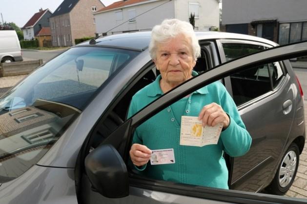 Persoonsverwarring: Belgische (82) rijdt 60 jaar lang zonder geldig rijbewijs