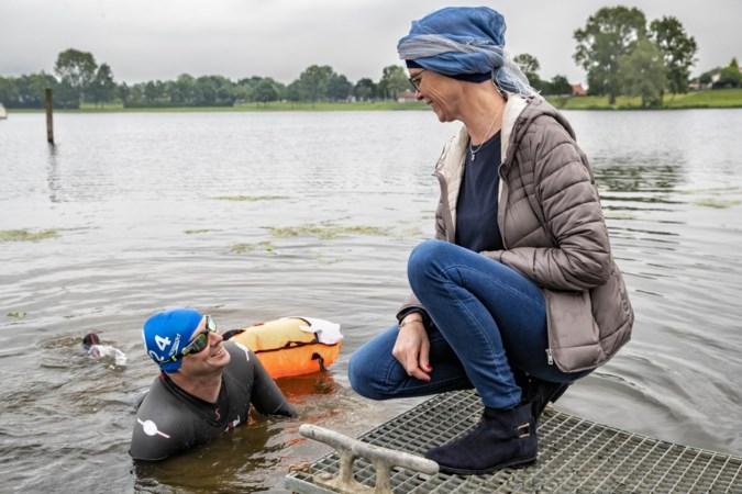 Meezwemmen met Maarten van der Weijden tegen kanker