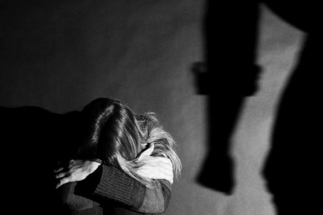 Eis: Anderhalf jaar cel en tbs voor maandenlang verkrachten en mishandelen van vriendin