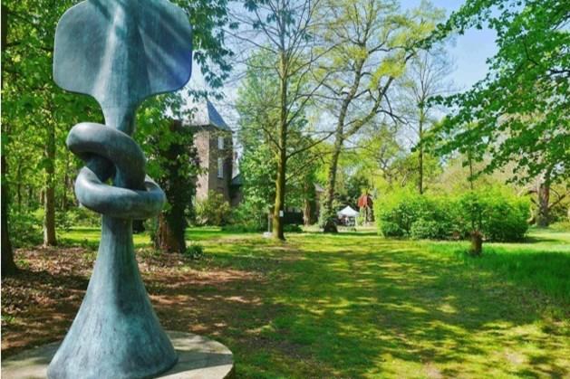Metershoog bronzen beeld van Tajiri op klaarlichte dag gestolen