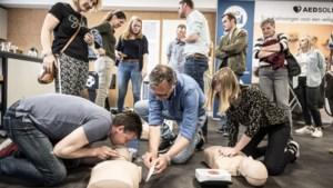 Veel animo voor reanimatiedag: 'Misschien een bot gebroken, maar een leven gered'