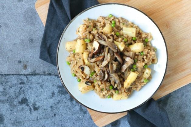 Risotto met zwarte knoflook en paddenstoelen