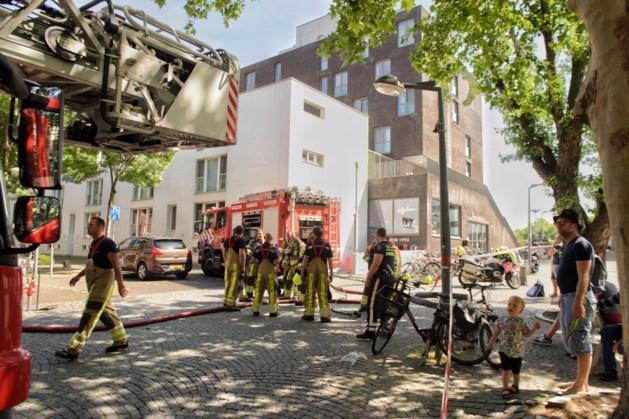 Meerdere auto's in brand in parkeergarage Maastricht
