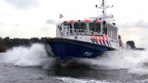 Politie deelt tientallen boetes uit bij controles op de Maas