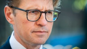 Minister Dekker stelt kliniek Den Dolder onder curatele