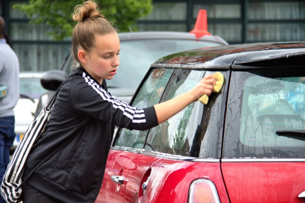 Autowasdag Schinveld voor schoolverlaterskamp