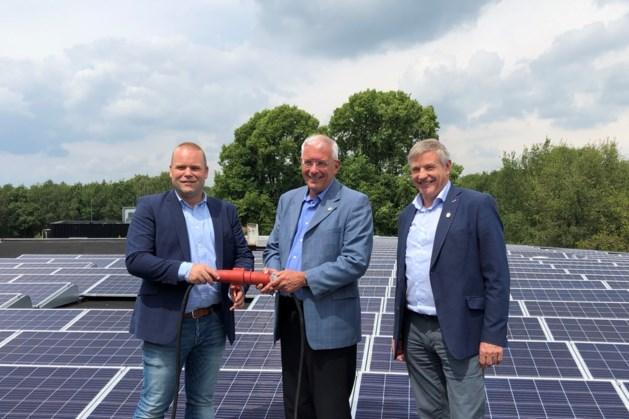 Gemeente levert eigen stroom met zonnepanelen op werf
