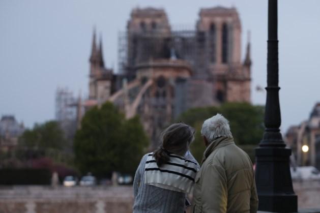 Kerkgangers Notre-Dame moeten helm op bij eerste mis in na grote brand