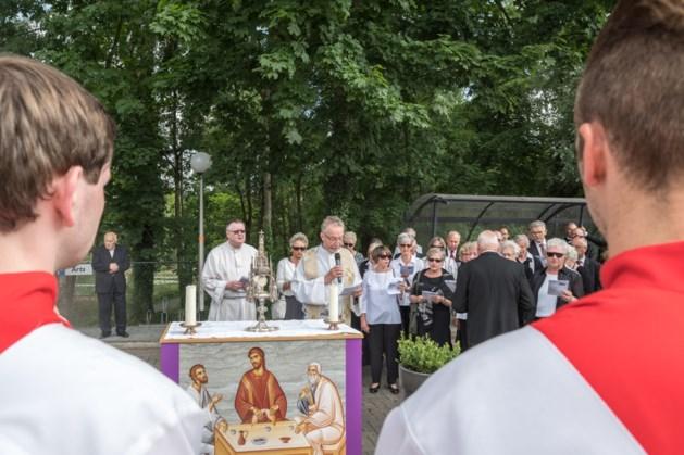 Sacramentsprocessie trekt door Voerendaal