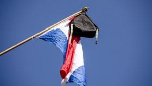 Scholieren horen of de vlag uit mag