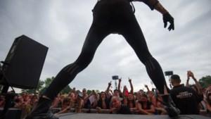Gitarist Cage The Elephant ernstig geblesseerd door sprong op Pinkpop