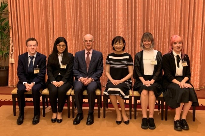 Steinse student op de thee bij Japanse first lady in Tokio