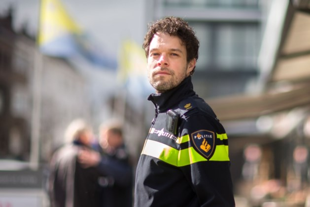 Recherchehoofd Rob van Kan op gesprek in 'zijn' Elsloo