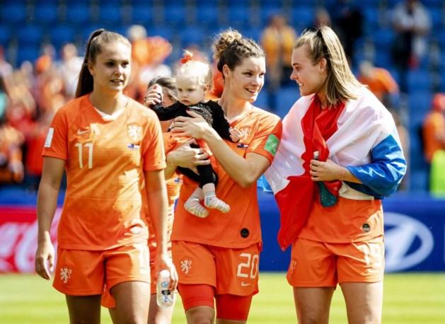 Podcast: 'Pas de regels van het vrouwenvoetbal aan'