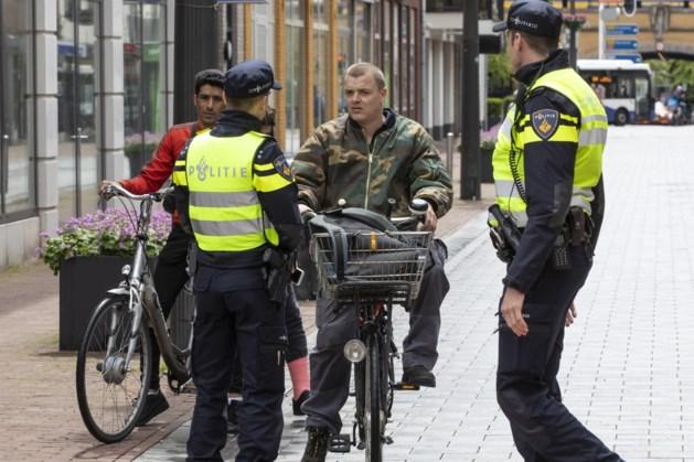 Politie slingert tientallen fietsers in centrum Weert op de bon