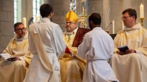 Bisschop Smeets wijdt eerste priesters