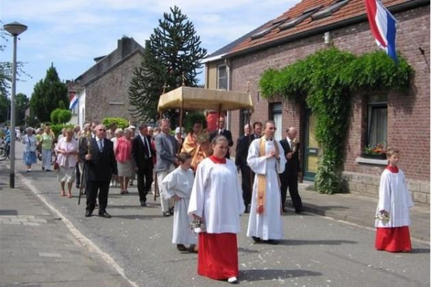 Processie trekt door de wijken van Maastricht-West