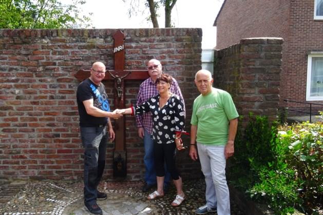 Kruis aan Heistraat in Overhoven herplaatst