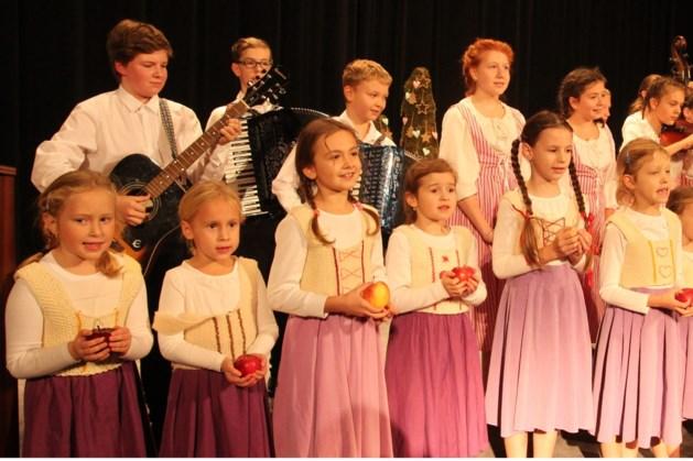 Muziek en dans tijdens folkloredagen in Meerssen