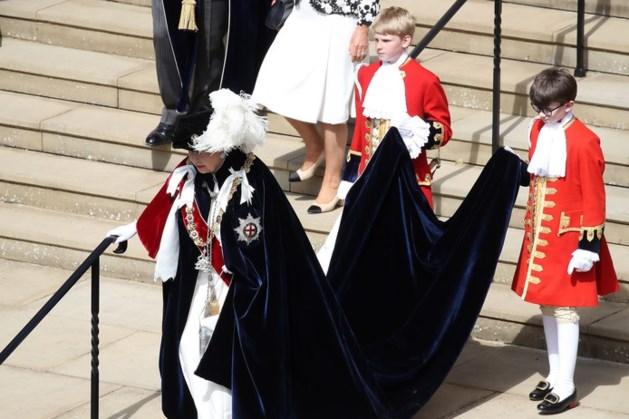 Koning treedt tijdens 'verkleedpartijtje' toe tot Orde van de Kouseband