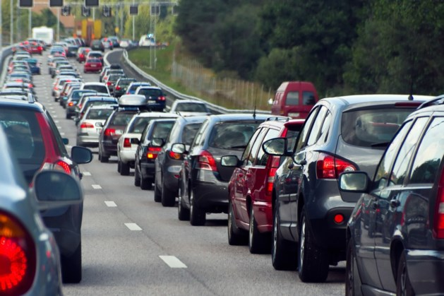 Enige tijd file op A73 tussen Venray en Grubbenvorst na ongeval