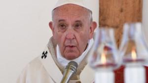 Aanbeveling Vaticaan: Getrouwde priesters en vrouwen moeten tekort tegengaan