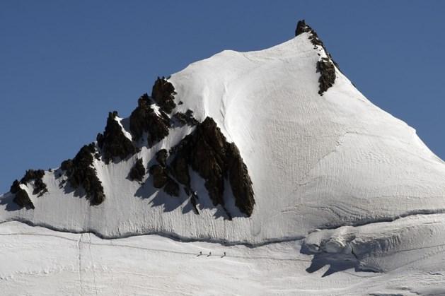 Alpinisten landen met vliegtuig op Mont Blanc