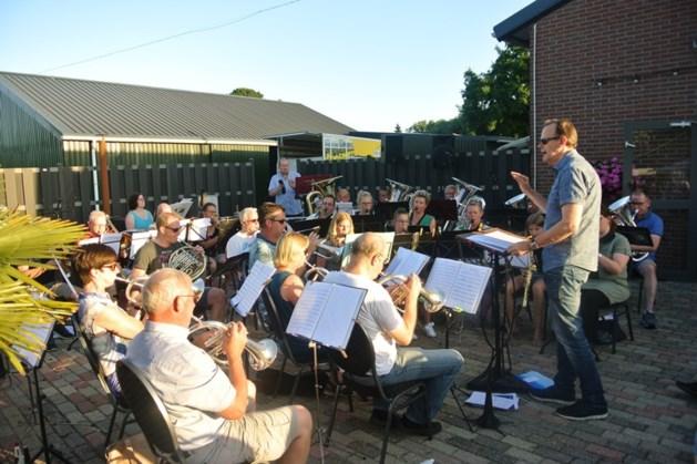 Muziekvereniging Kessel sluit repetitieseizoen met campingconcert