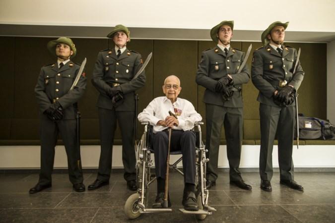 Driemaal militaire eer voor 99-jarige Bundenaar: 'Ik deed gewoon mijn plicht'