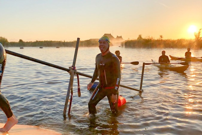 Limburgers zwemmen mee met Maarten: 'Tranen in mijn zwembril'