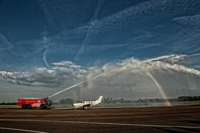 Britse piloten breken wereldrecord met 'bromvlieg' na ultrakorte stop op Maastricht Aachen Airport