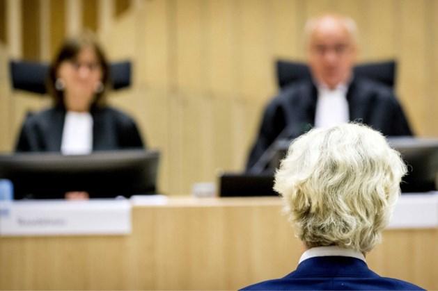 Wilders moet mokkend verder in proces