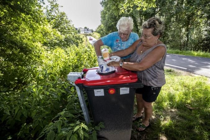 Epen geeft wandelaars afbreekbaar afvalzakje mee