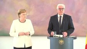 Video: Angela Merkel begint opnieuw hevig te trillen op tv
