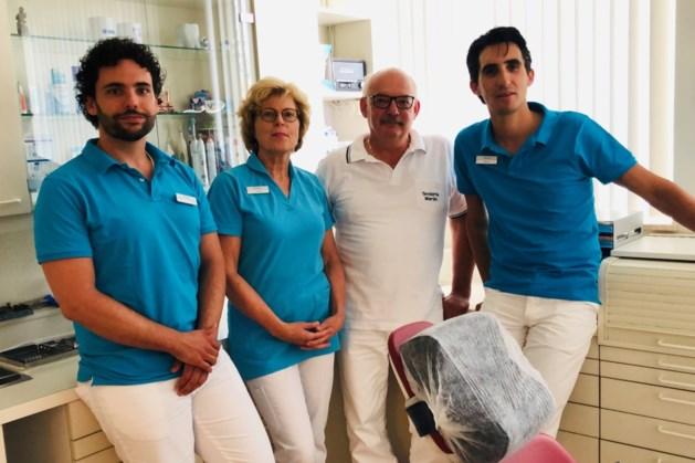 Martin Arts en Paulien Jager dragen tandartspraktijk over