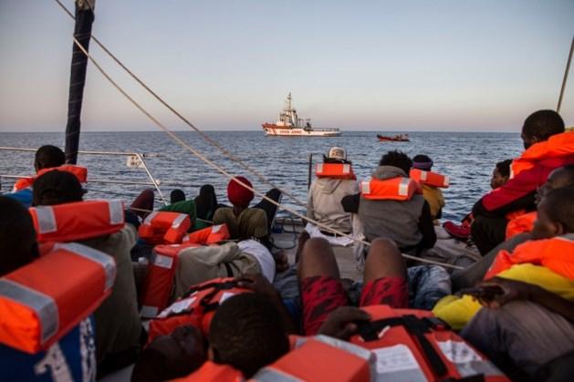 Ondanks conflicten opnieuw boten met opgepikte migranten naar Italië