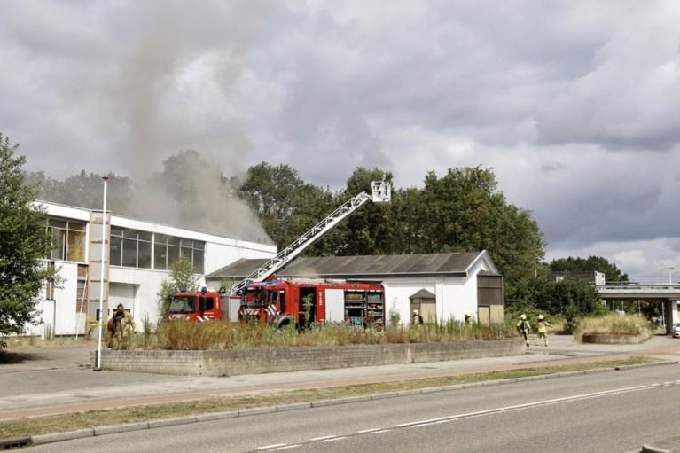 Video: Brand in voormalige melkfabriek in Leunen