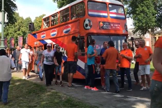 Oranjebus na 4000 kilometer bij WK-finale
