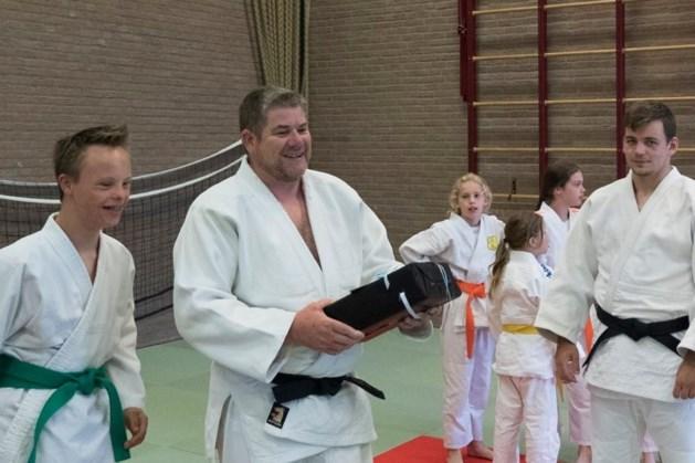 Judoclub Bunde neemt afscheid van docent Nico van Gool