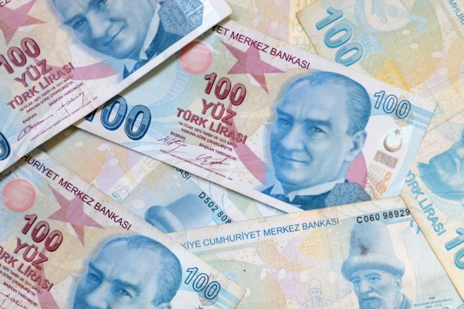 Forse daling van Turkse lira na ontslag bankdirecteur door president Erdogan