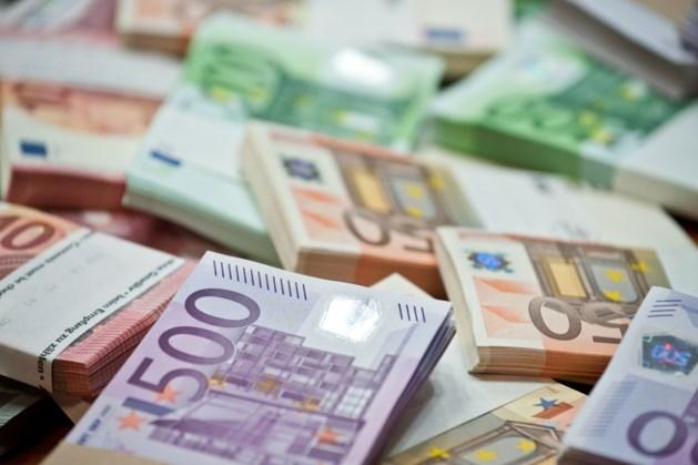 Half miljoen euro gevonden in verborgen ruimte van bestelbusje