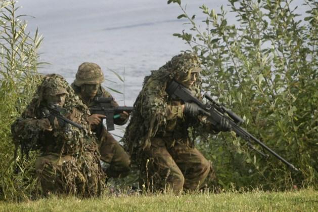 Militairen oefenen in het heuvelland