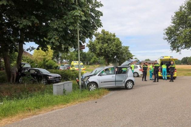 Auto met meerdere kinderen betrokken bij ongeluk