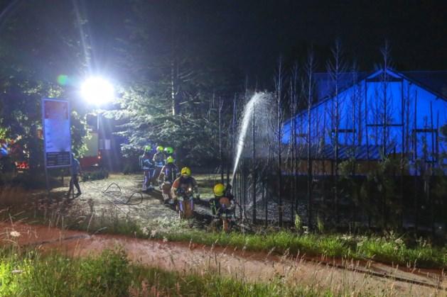 Brandweer voorkomt dat tuinbrand overslaat op woning