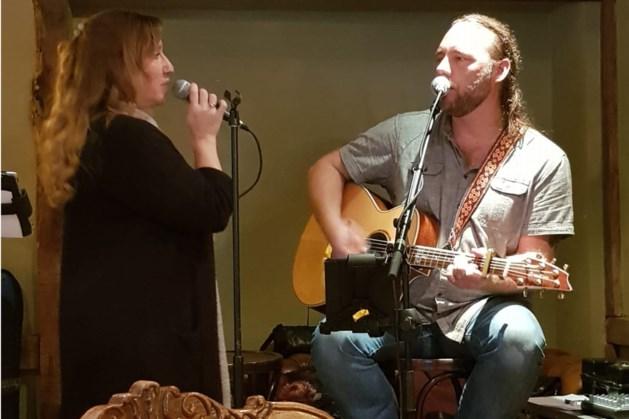 Optreden PEVE & Myra bij Peelpodium