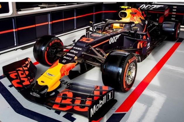 Max Verstappen rijdt op Silverstone rond als James Bond