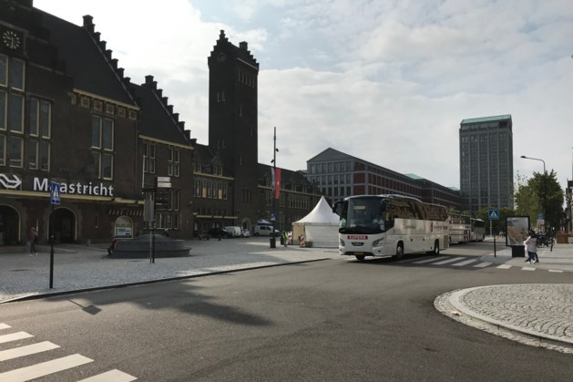 Bussenparade bij station Maastricht